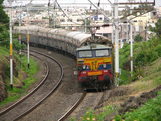 Solar-Power-on-Indian-Railways-1